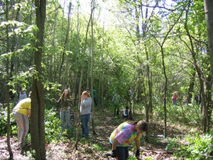 Volunteers_Grant_Woods_5-20-06_006